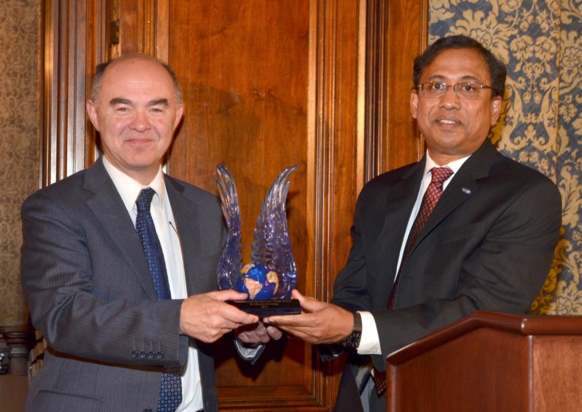 Sir Martin Sweeting awarded Caltech's International von Kármán Wings Award